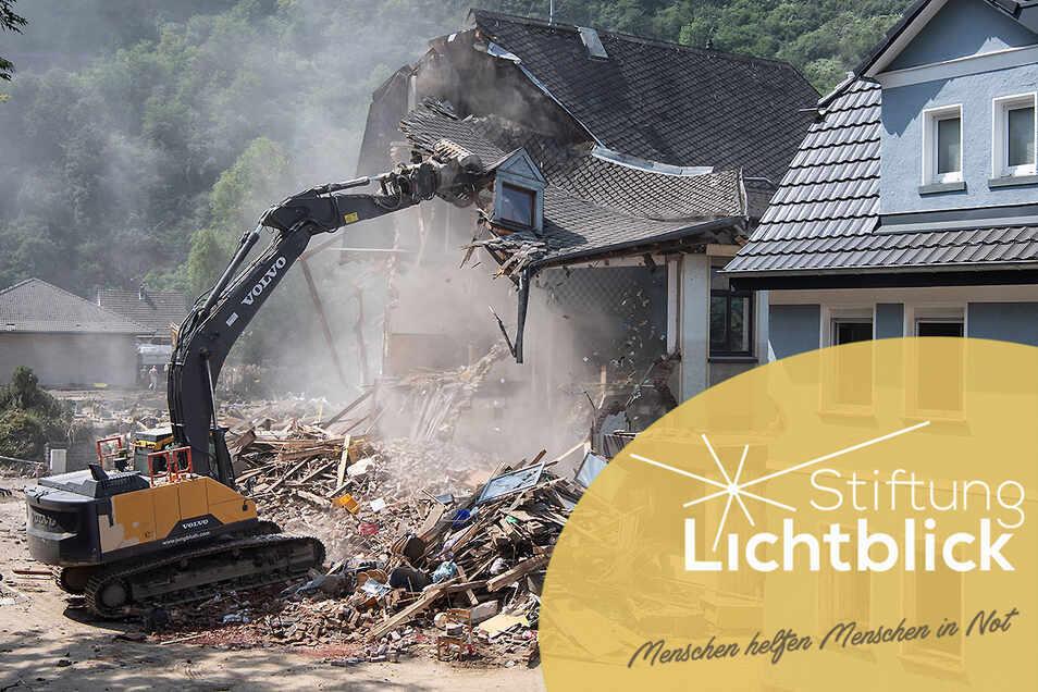Zahlreiche Häuser wurden bei der Flut zerstört. Die Stiftung Lichtblick und andere Institutionen haben zu Spenden aufgerufen und sind von der starken Spendenbereitschaft überwältigt.