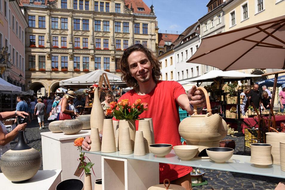 Einige Zutaten für seine Keramik brachte der Dresdener Johannes Pusch aus dem Himalaya mit.