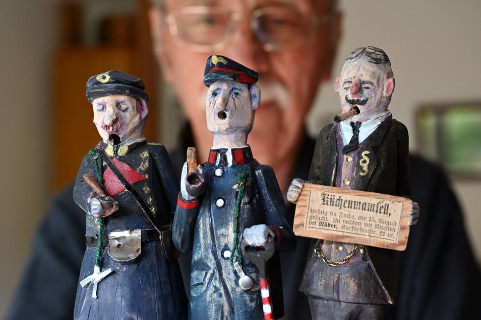 Aus Lindenholz geschnitzte Räuchermänner.