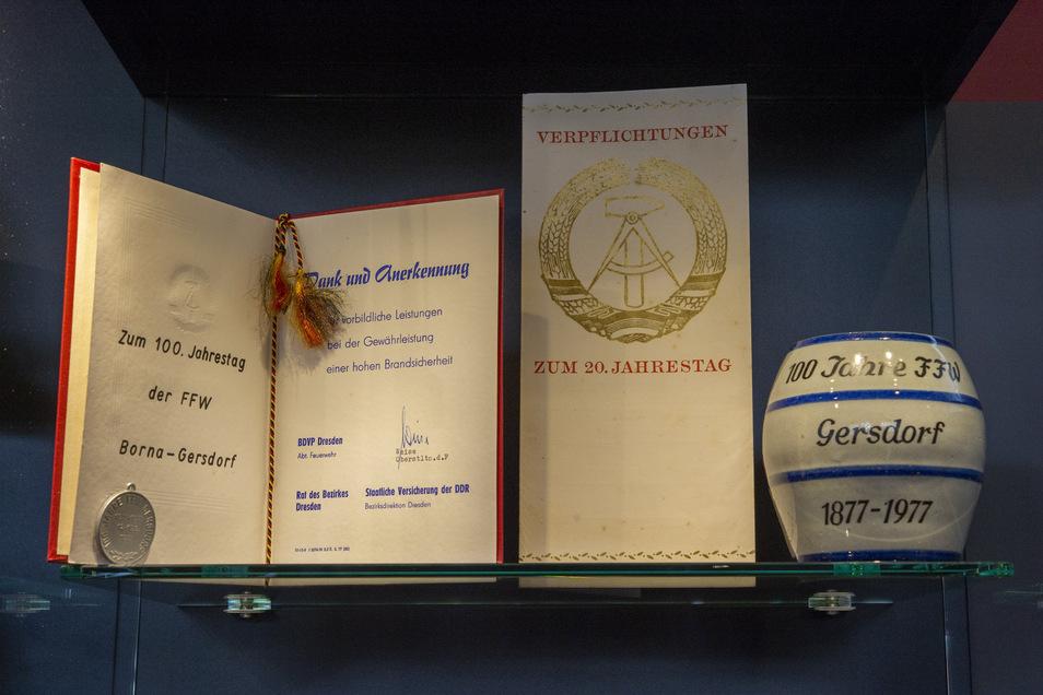 Der Krug stammt vom 100. der Gersdorfer Feuerwehr 1977 und aus dem Besitz von Paul Hering.