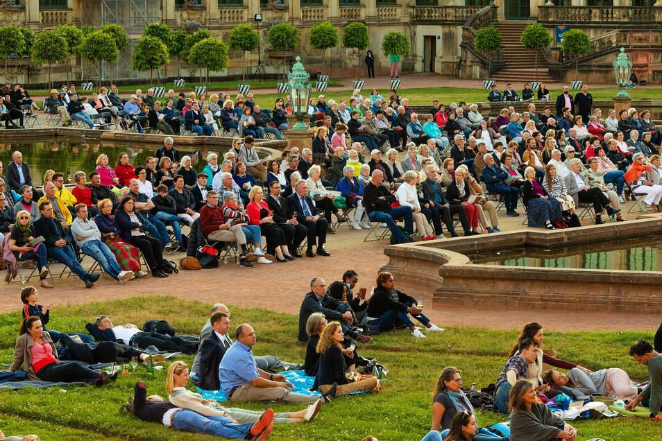 Schon im Juli fanden wieder erste Konzerte, wie hier im Dresdner Zwinger statt. Damals waren jedoch maximal 1.000 Zuschauer zugelassen.