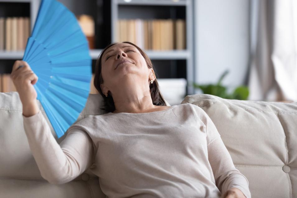 Ist mir heiß! Hitzewallungen empfinden 46 Prozent der Frauen in den Wechseljahren als am belastendsten.
