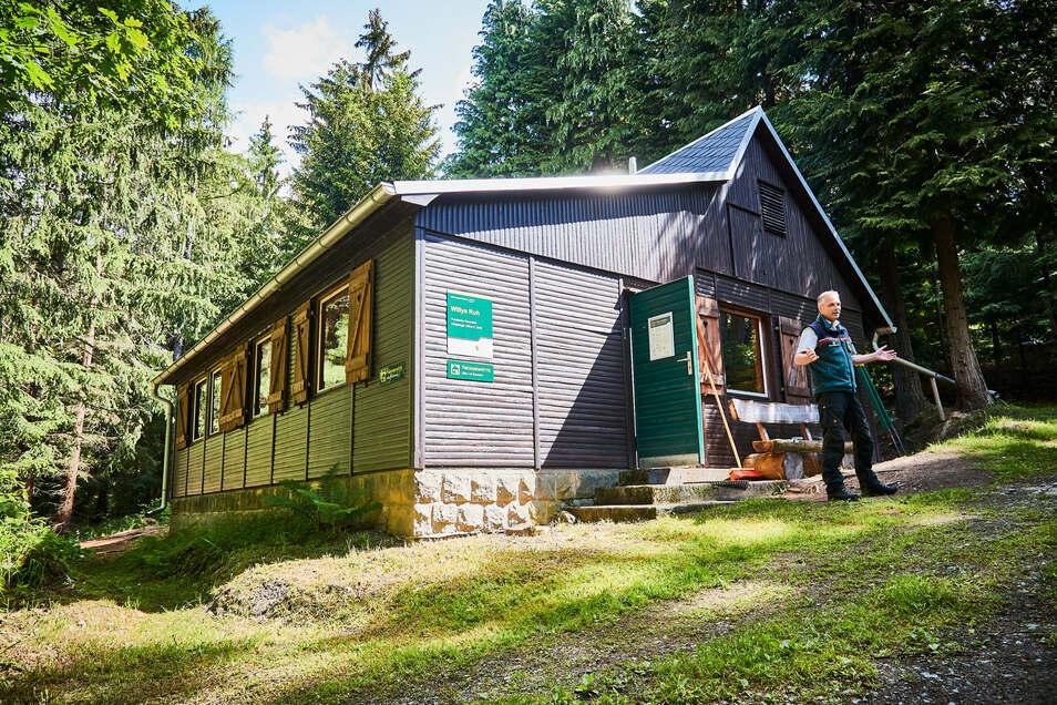 Erst wandern, dann in einer Hütte übernachten: Am Forststeig ist das möglich.