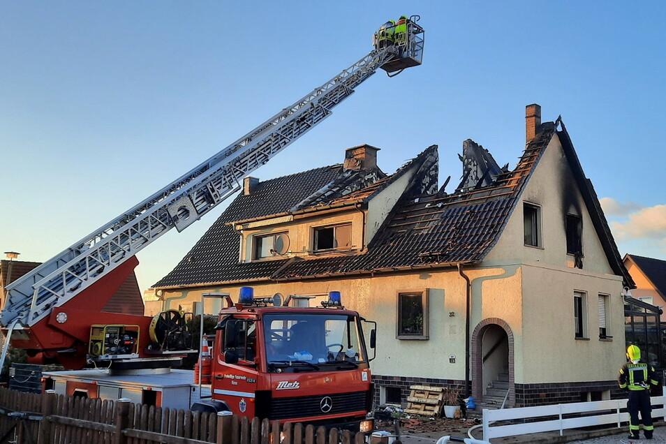 Mehrere Feuerwehren waren am 5. März nach Zeithain geeilt, um die Doppelhaushälfte der Familie Köhn zu löschen.