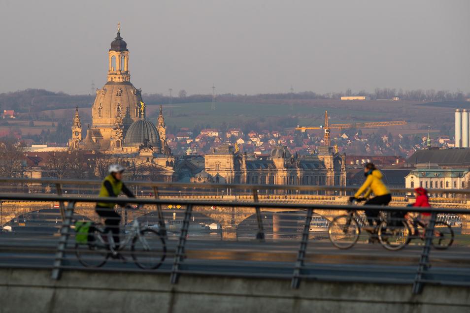 Warum in die Ferne schweifen... Die Stadt Dresden empfiehlt zum Osterfest Ausflüge in die nähere Umgebung der Wohnung. Sächsische Schweiz und Osterzgebirge bleiben nämlich tabu. ©