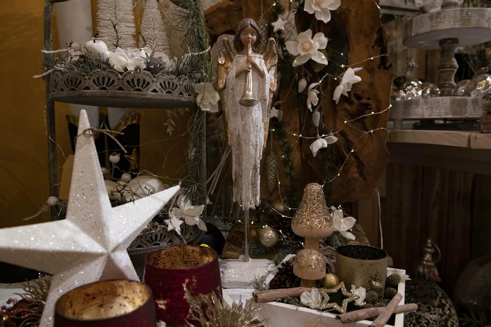 Wer eine Dekoration in Weiß, Gold oder Silber bevorzugt, wird selbstverständlich auch im 170 Quadratmeter großen Geschäft fündig.