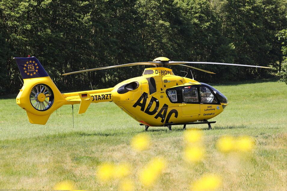 Ein Notarzt aus Senftenberg wurde per Hubschrauber an die Unfallstelle geflogen.