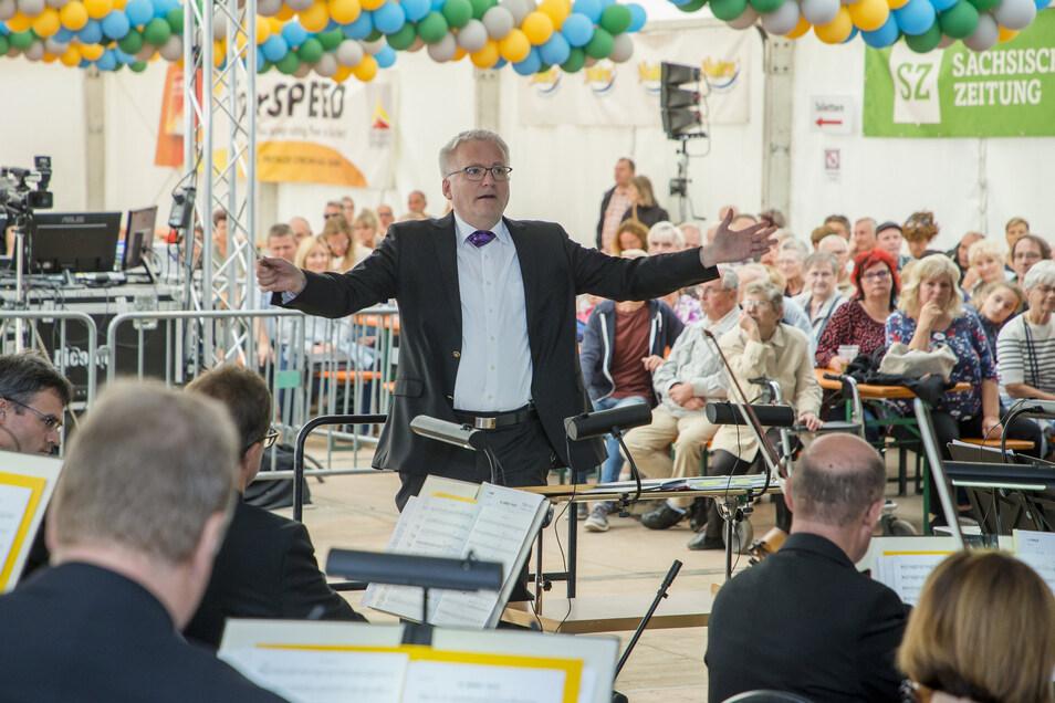 Großer Auftritt für das Sinfonieorchester der Elbland Philharmonie Sachsen im Festzelt zum Windbergfest.