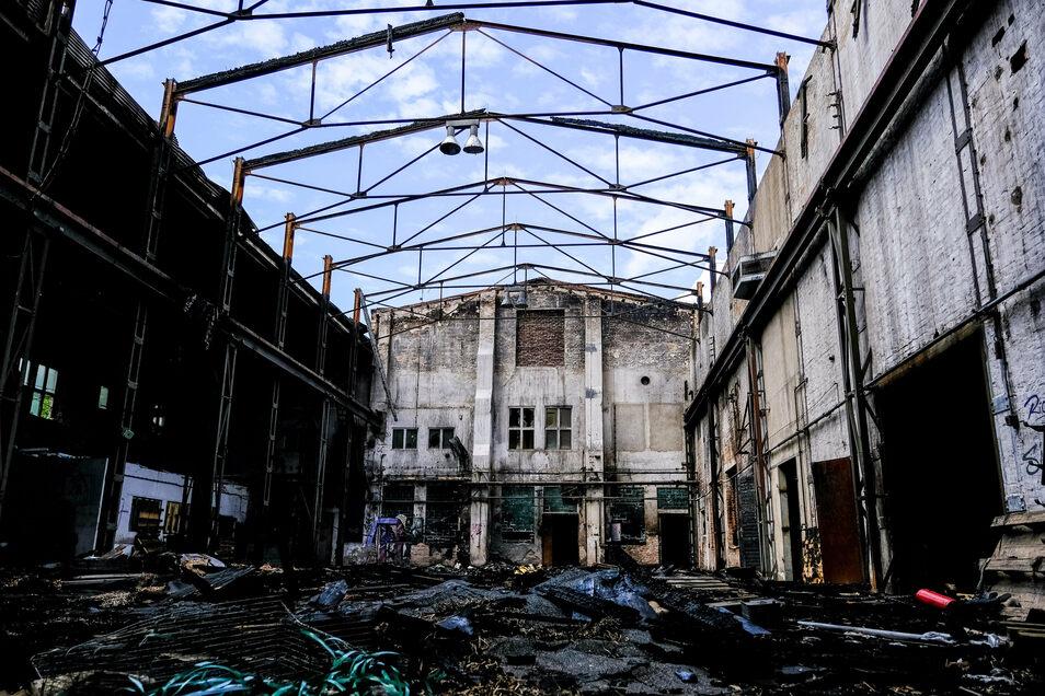 Am 8. Juni 2019 lodert es in der alten Zellstofffabrik in Kötitz. Mehr als 50 Feuerwehrleute löschen damals den halben Samstag und die Nacht die Flammen. Zunächst wurden dort Jugendliche vermutet, die sich wiederholt illegal in den Werkhallen getroffen