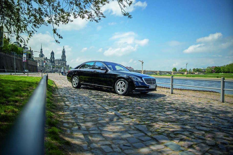 Hochwertige schwarze Premium-Limousinen, erfahrene Chauffeurinnen und Chauffeure sowie Zuverlässigkeit sind die Markenzeichen von 8x8.