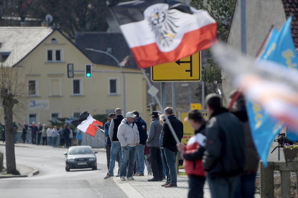 Oppach ist wöchentlich der Hotspot der Corona-Proteste - wie hier im April dieses Jahres.