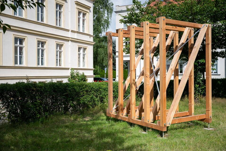 """Die Installation """"Dachstuhl"""" von Tillmann Ziola auf dem Konsulplatz."""