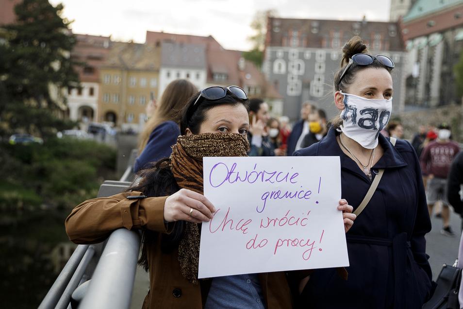 An der Altstadtbrücke wurde ebenfalls gegen die Grenzschließung demonstriert.