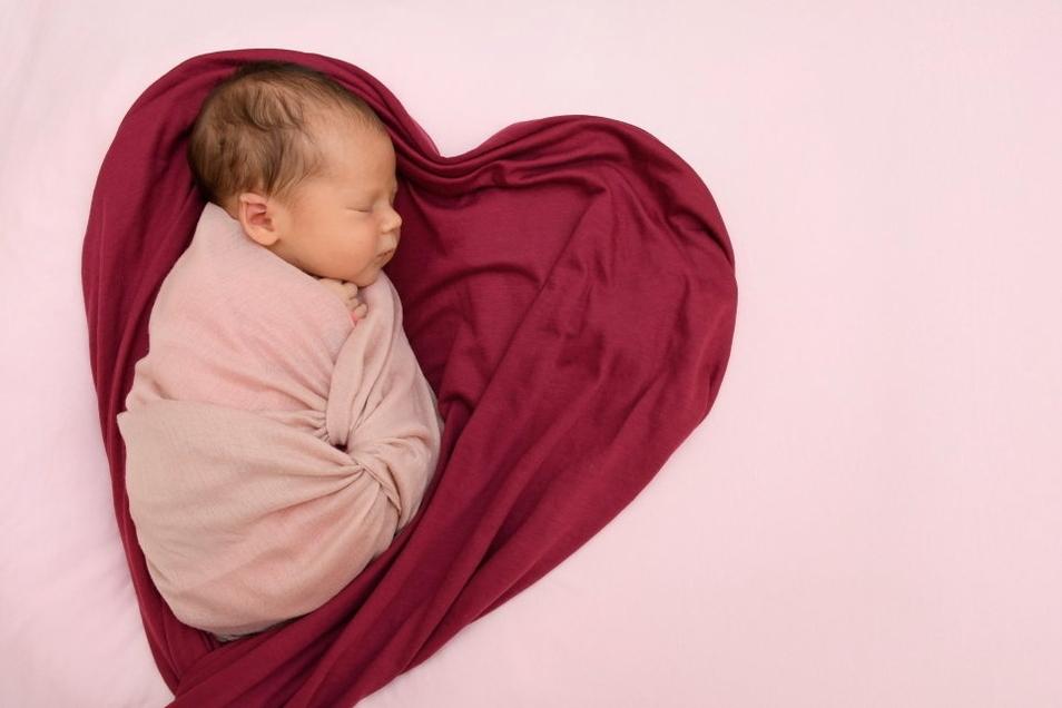 Elisa, geboren am 10. Juli, Geburtsort: Freital, Gewicht: 3.500 Gramm, Größe: 50 Zentimeter, Eltern: Hanna Blochwitz und Patrick Räde, Wohnort: Freital