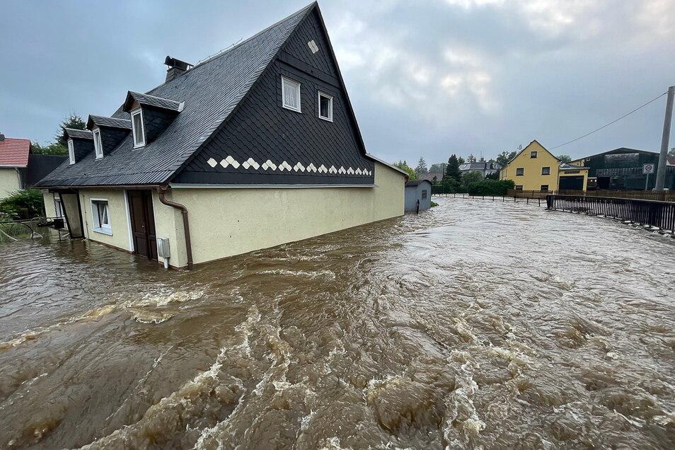 Haus unter: Diesmal traf es unter anderem Ostsachsen – hier Neukirch im Landkreis Bautzen.