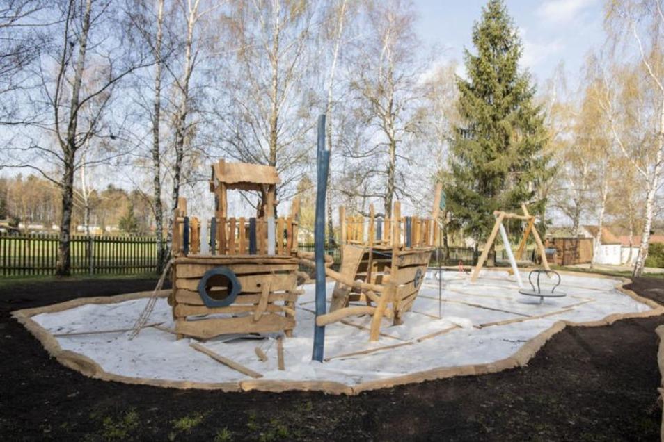 Im Buschmühlenbad gibt es jetzt einen Piratenspielplatz.