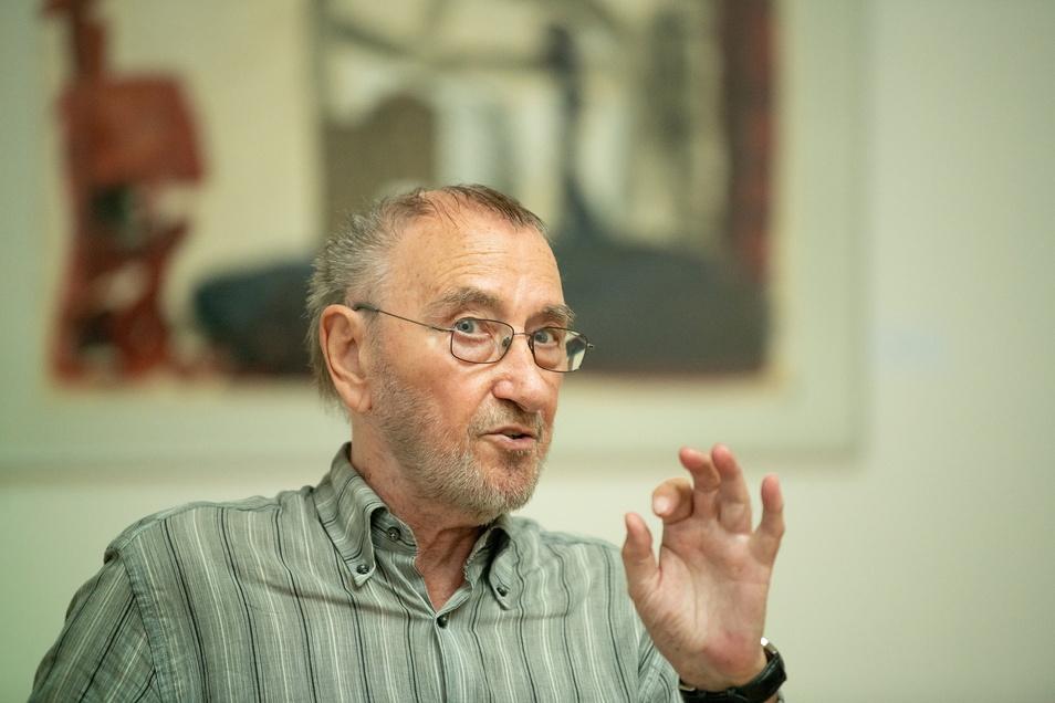 Wenn der Maler Strawalde, der mit bürgerlichem Namen Jürgen Böttcher heißt, aus seinem Leben erzählt, wird Vergangenes lebendig.