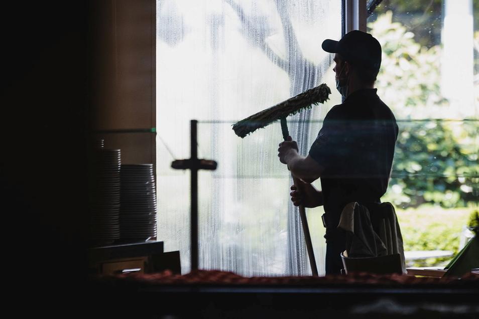 Besonders in der Branche der Gebäudereiniger sind wegen Corona zahlreiche Minijobs weggebrochen.
