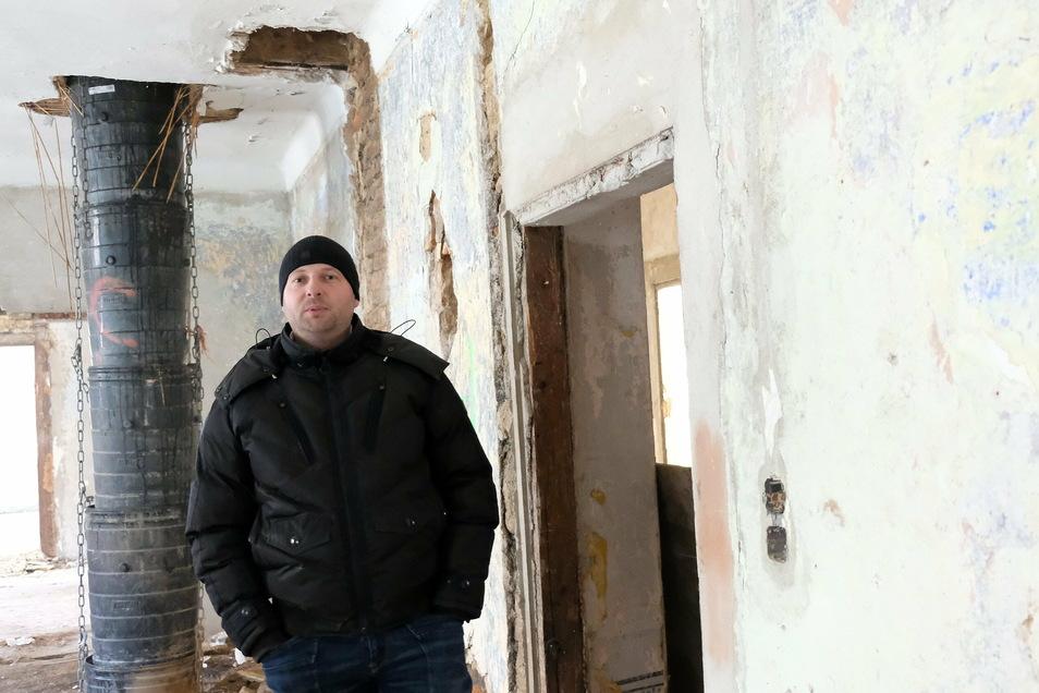 Sören Bankert lädt zu einer Führung durch das Gebäude Meißen, Hohlweg 3, ein. Er ist Geschäftsführer des Dresdner Unternehmens Repima. Seine Firma hat sich der Sanierung von Denkmalen verschrieben.