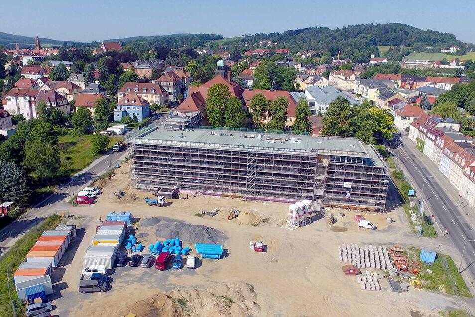Der neue Schulcampus in Kamenz erfordert ein ausgeklügeltes Verkehrskonzept, damit über 800 Schüler sicher und zügig zu Fuß, per Rad oder mit dem Bus zum Gymnasium gelangen. Die Oststraße (r.) und Haberkornstraße (l.) sind dabei wichtig.