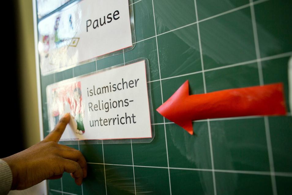 An rund 350 Schulen in Bayern wird es vom kommenden Schuljahr an ein Wahlpflichtfach «Islamischer Unterricht» geben.