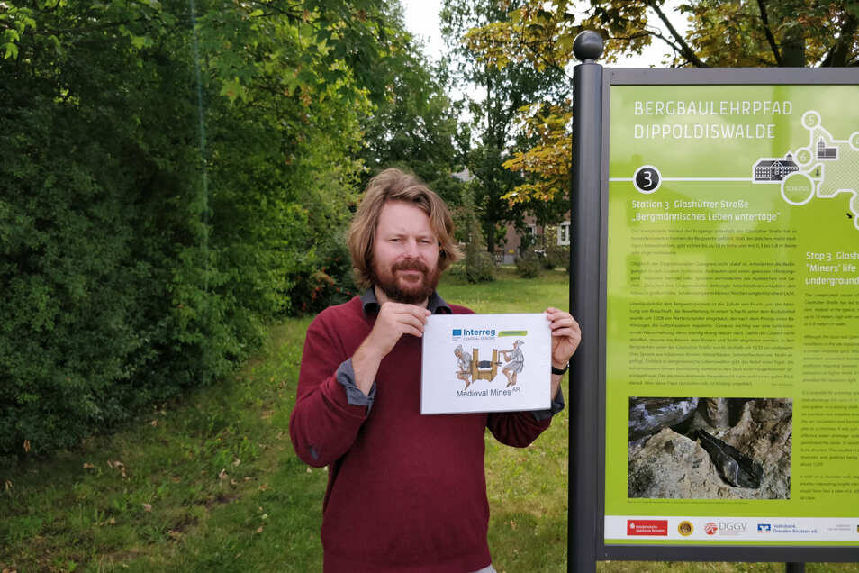 Christoph Lobinger, der Koordinator bei Virtual Arch, zeigt das Bild, mit dem die App gestartet wird.