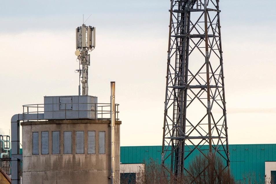 """In Boxdorf sind jetzt drei Antennen für """"5G Standalone"""" bereit. Es sind die ersten im Landkreis Meißen. Der Vodafone ist nach eigenen Angaben europaweit der erste Mobilfunkanbieter, der 5G komplett vom LTE-Netz entkoppelt und so Datenaustausch in Ec"""