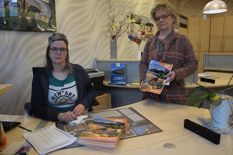 Ausschließlich am Telefon erfolgt die komplette Beratung zur gewünschten Reise bei Budde Reisen im Lausitz-Center. Im Bild zu sehen sind Geschäftsführerin Marina Mieth (rechts) und Mitarbeiterin Gabi Zschiesche.