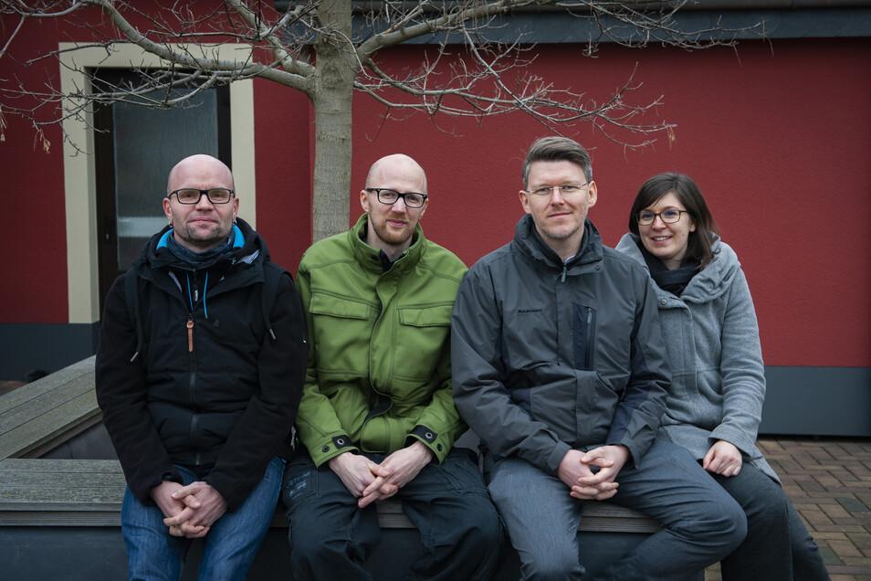Raimo Siegert, hier mit Christian Stelzner , Maria und Sebastian Bieler (v.l.), ist der mobile Jugendarbeiter für Großenhain und Priestewitz.
