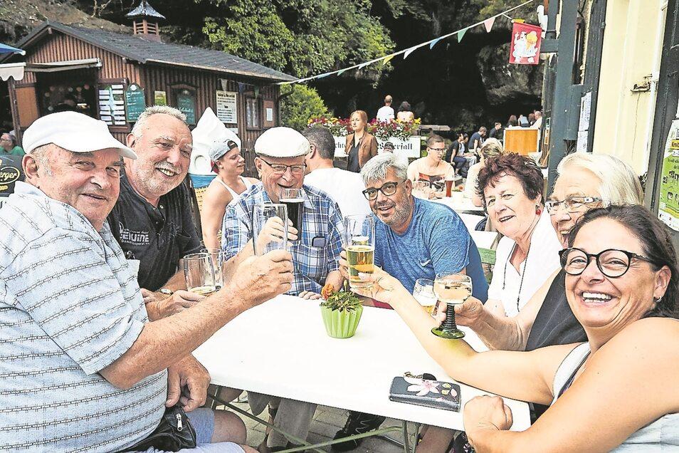 Viele Zuschauer verfolgten ab 14 Uhr am Samstag die Wahl der Miss Kirnitzschtal, gemütlich bei Bier, Wasser und Softeis.