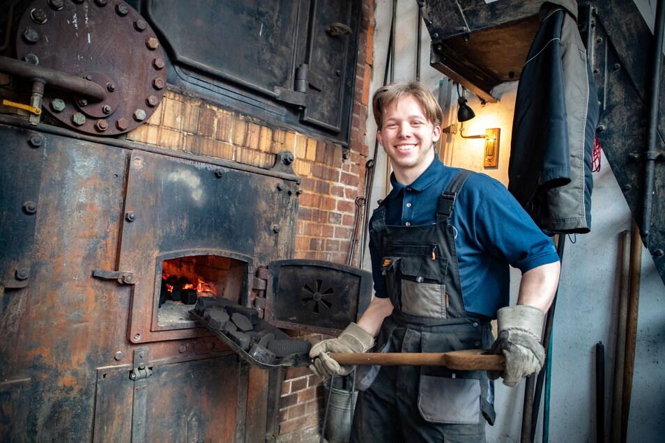 Andreas Röder heizt zu gern den Kessel der beiden Roßweiner Dampfmaschinen ein. Ohne weitere Mitstreiter wird es dem Verein in Zukunft schwerfallen, das Denkmal im Roßweiner Haus der Tuchmacherinnung zu erhalten. .