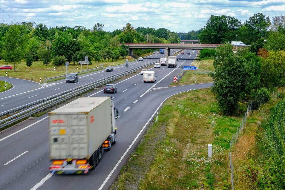 Die Zu- und Abfahrten der Autobahn-Anschlussstelle in Radeburg sollen in die entgegengesetzte Richtung verlegt und direkt an die S 177 angebunden werden. Auch diese wird dafür teilweise neu gebaut.