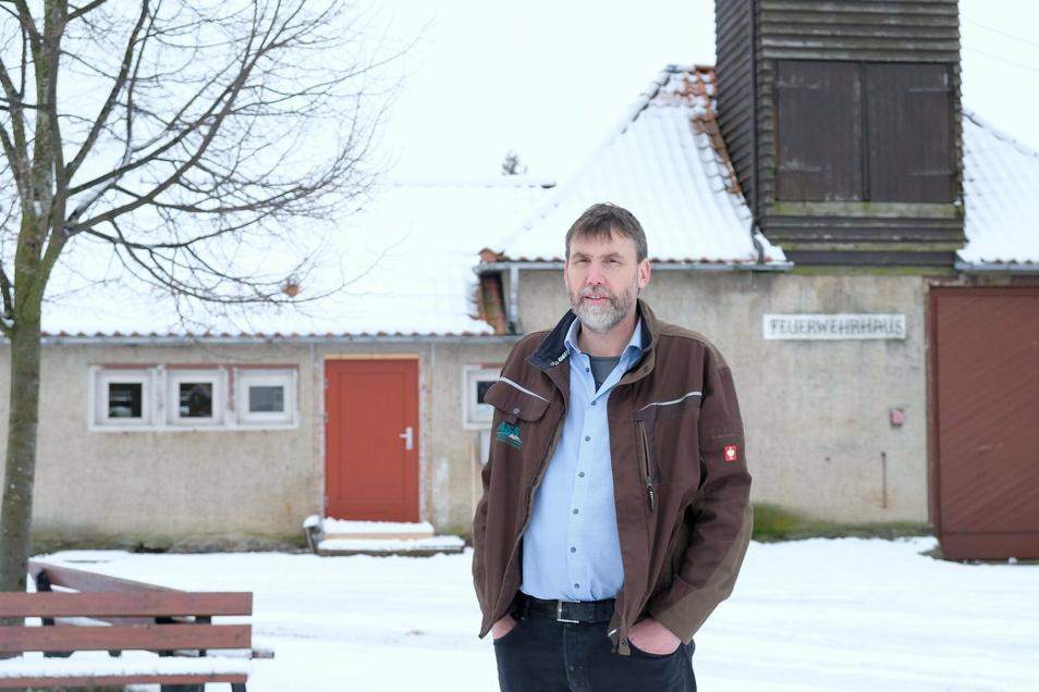 Hier soll der neue Mehrgenerationenplatz in Rüsseina entstehen. Stadtrat Holger Reinhardt-Weik gehört zu der Dorfgemeinschaft, die sich dafür einsetzt.