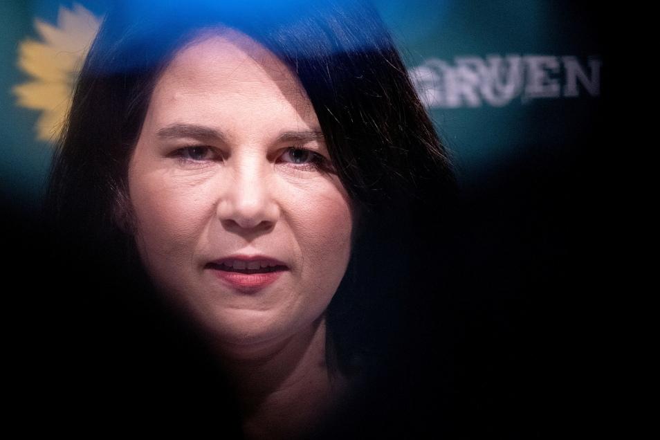 Grünen-Kanzlerkandidatin Annalena Baerbock hat dem Bundestags Sonderzahlungen von mehr als 25.000 Euro nachgemeldet, die sie in den vergangenen Jahren als Bundesvorsitzende von ihrer eigenen Partei bekommen hat.