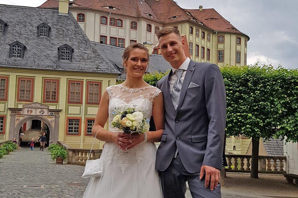 Lisa und Stephan Hippel an ihrem großen Tag auf Schloss Weesenstein.