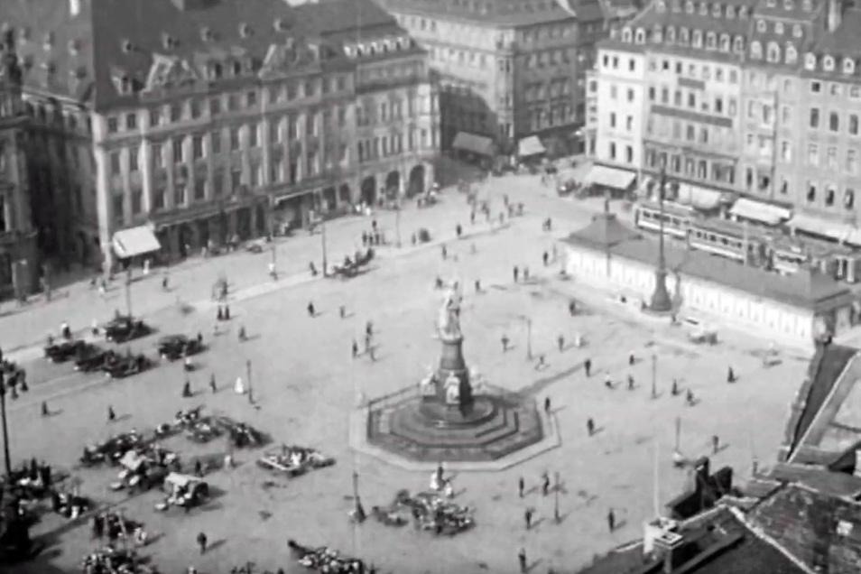 Trügerischer Frieden: Blick auf den Dresdner Altmarkt vor der Bombardierung der Stadt.