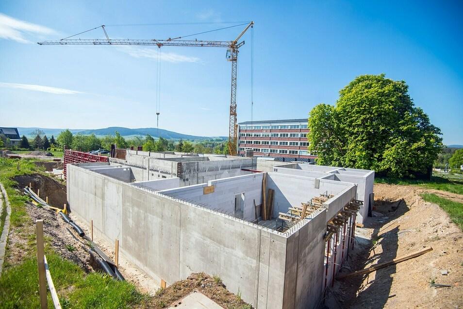 Für rund 6,3 Millionen Euro baut das Land Sachsen derzeit eine neue Schießanlage für künftige Polizisten auf dem früheren Kasernengelände.