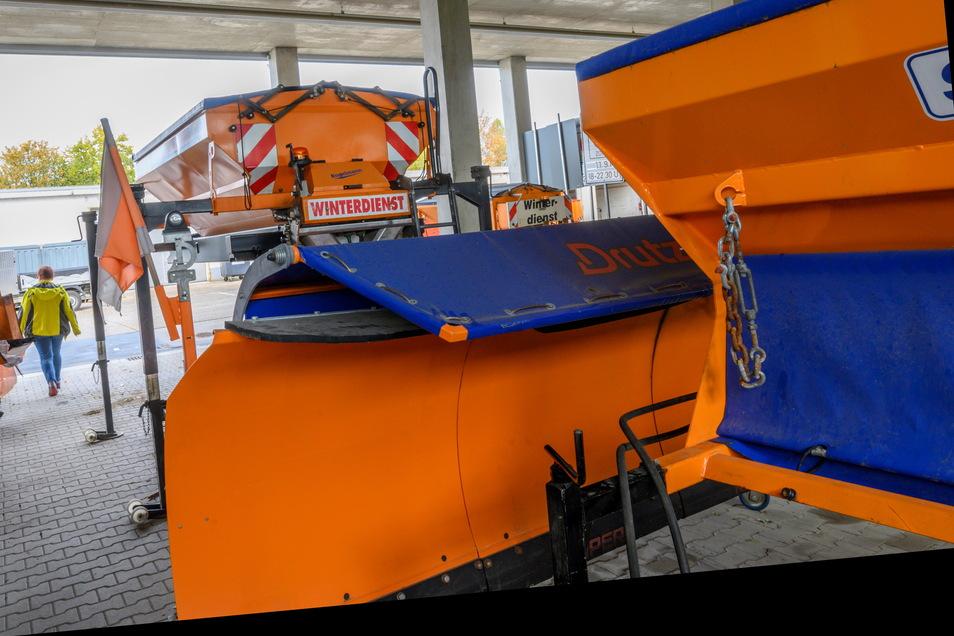 Spätestens Ende Oktober eines jeden Jahres steht die Winterdiensttechnik im Bauhof bereit.