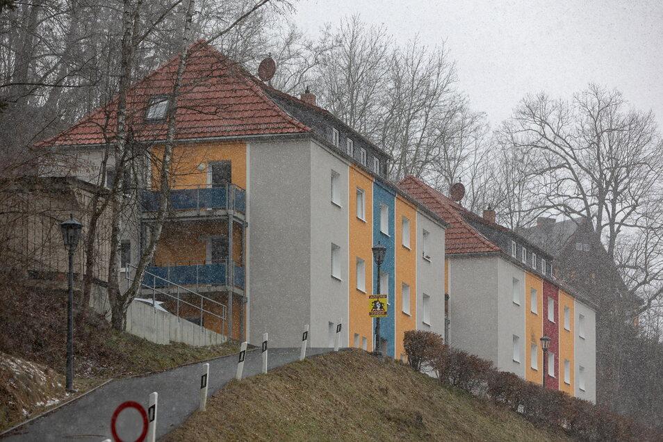 Im Umfeld der Glashütter Feldstraße, zu der diese beiden Mehrfamilienhäuser gehören, kam es am Dienstag zu einer Auseinandersetzung, bei der ein Mann verletzt wurde..