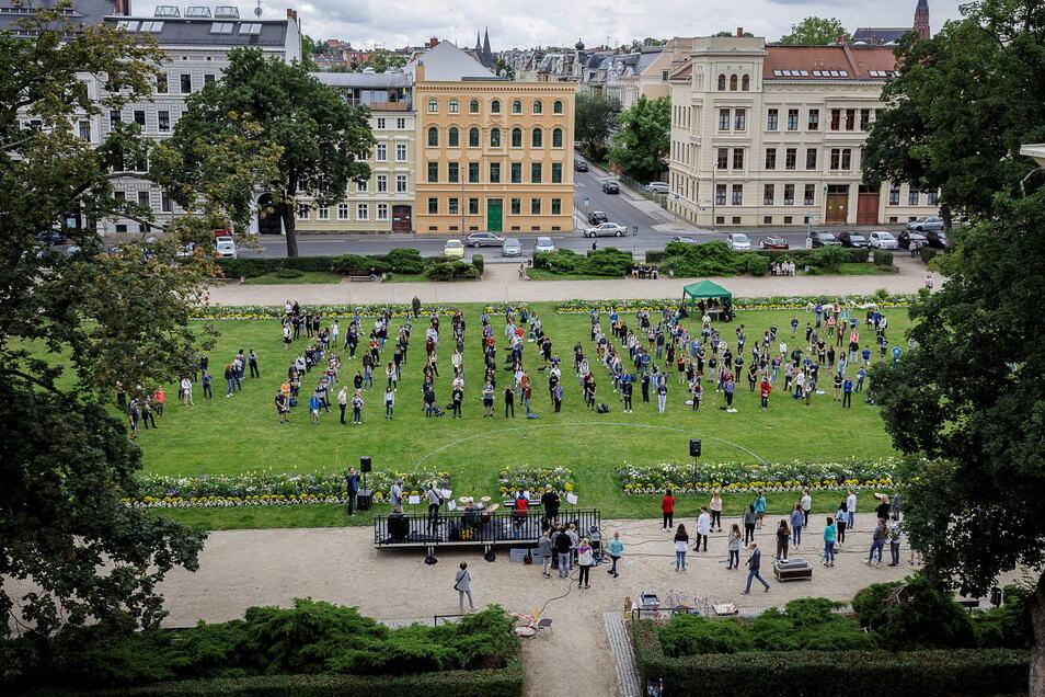 Letzter Schultag voriges Jahr beim Joliot-Curie-Gymnasium. Die jetzigen Görlitzer Abiturienten denken schon ans kommende Jahr.
