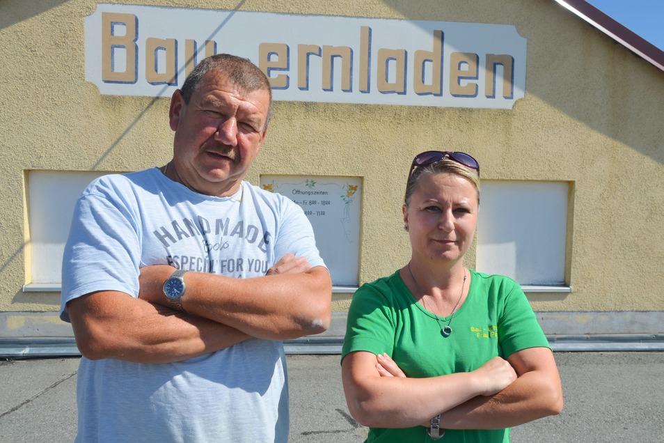 Gerd Richter, Chef des Bauernladens in Reichenbach, konnte am Mittwoch sein Geschäft nicht öffnen. Verkäuferin Doreen Pohlink und ihre Kollegin mussten Zuhause bleiben.