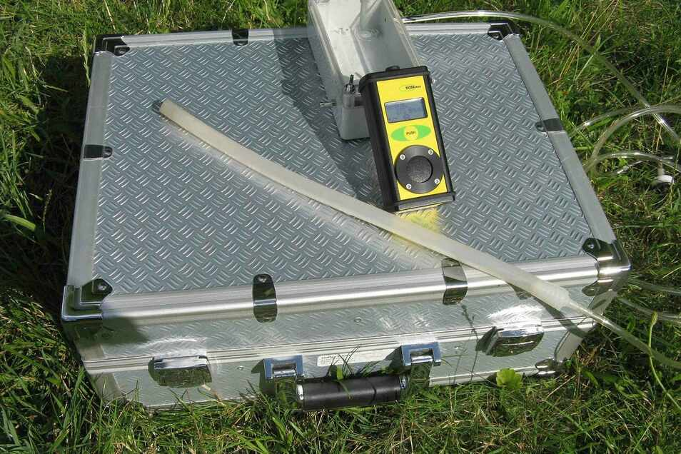 Ist mein Grundstück mit Radon belastet?Ein professioneller Test verschafft Klarheit.