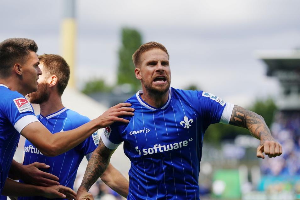 Ausgerechnet ... So ist das ja oft im Fußball: Ex-Dynamo Tobias Kempe (r.) erzielt per Freistoß das Siegtor für Darmstadt.