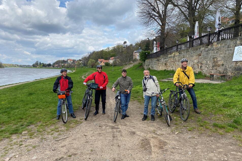 Kämpfen für einen durchgängigen Elberadweg: Hans-Georg Irmscher, Werner Neugebauer, Edwin Seifert (ADFC), Werner Schmiedecke und Hartmut Dressel. (v.l.)
