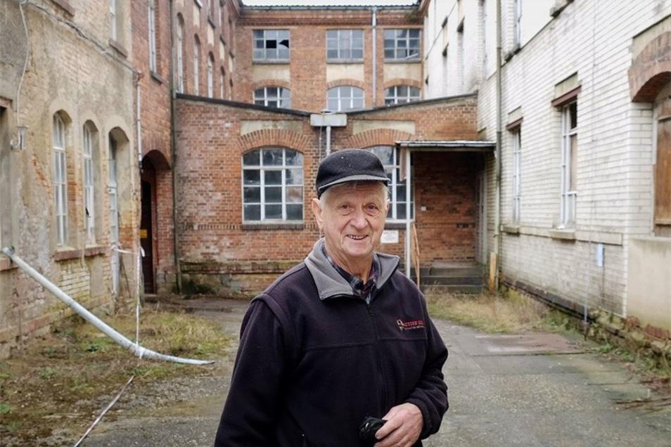 Der letzte Bewohner auf dem Areal an der August-Bebel-Straße heißt Klaus Weber. Ohne den 83-Jährigen und seinen Schlüssel kommen weder Planer noch Statiker durch das Eingangstor.