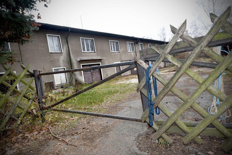 Das ehemalige Ferienlager in Großschönau steht seit Jahren leer.