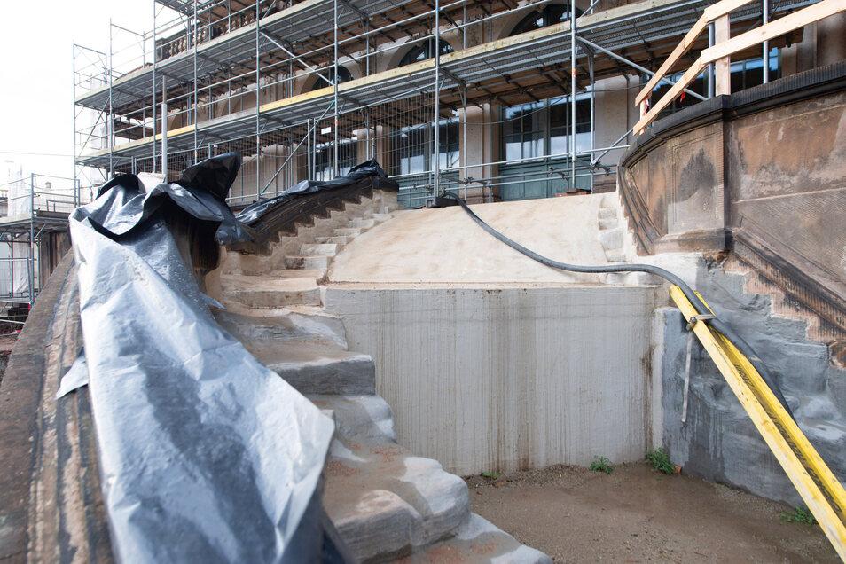 Erneuert werden die Treppen zum Französischen Pavillon sowie die Fassaden der Zwinger-Gebäude.