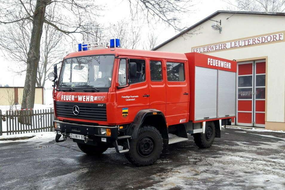 Dieses Löschfahrzeug vom Typ Mercedes hatte Leutersdorf 1998 neu gekauft und es jetzt versteigern lassen.