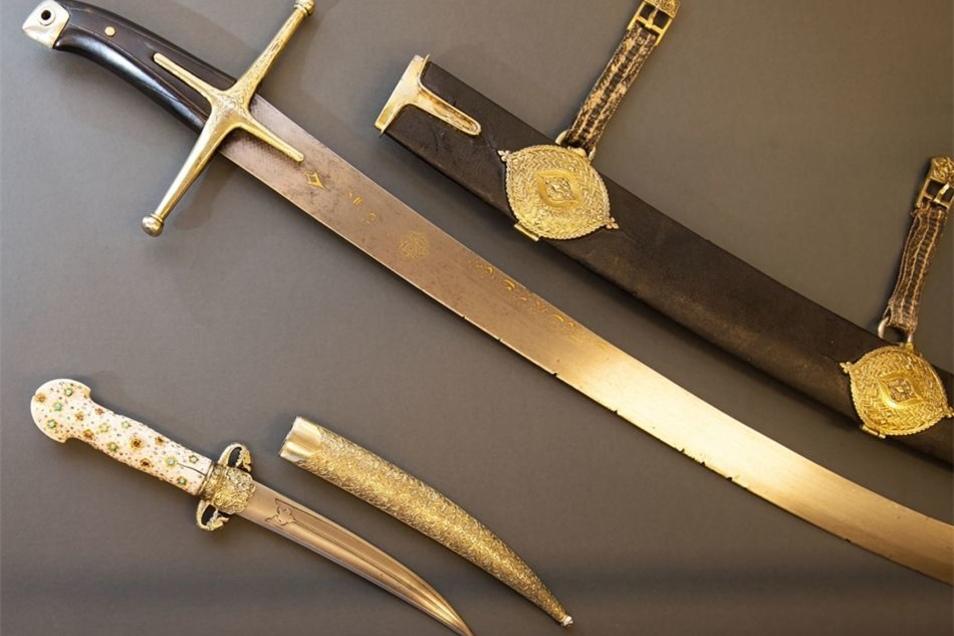 Typische Waffen im 17. Jahrhundert. Die Säbel sind eine Leihgabe der Kunstsammlungen Dresden.