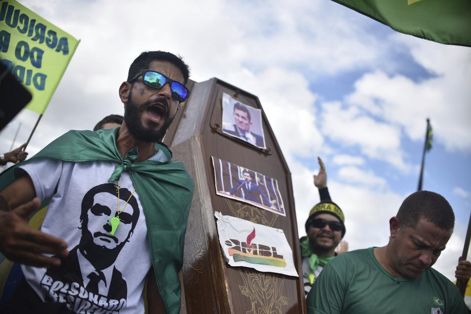 Anhänger Bolsonaros deonstrieren im Mai in der Hauptstadt Brasilia für eine schnelle Öffnung der Wirtschaft.